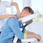Prévenir le stress au travail avec un massage en entreprise